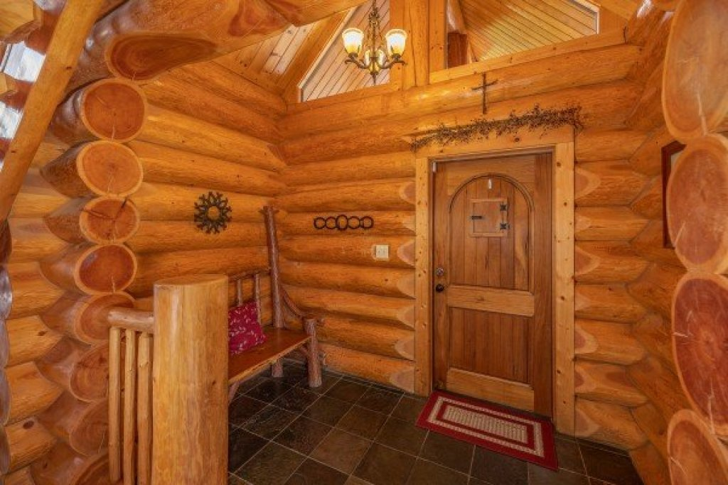 Photo of a Sevierville Cabin named God's Country - This is the sixth photo in the set.