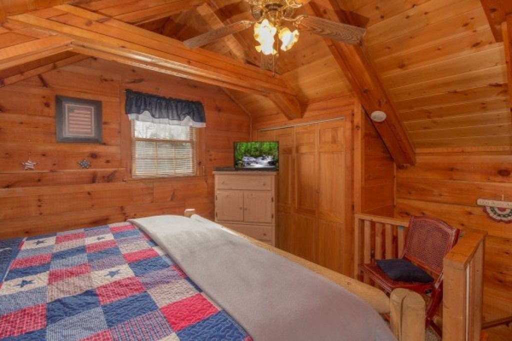 Photo of a Pigeon Forge Cabin named Beary Good Time - This is the ninth photo in the set.