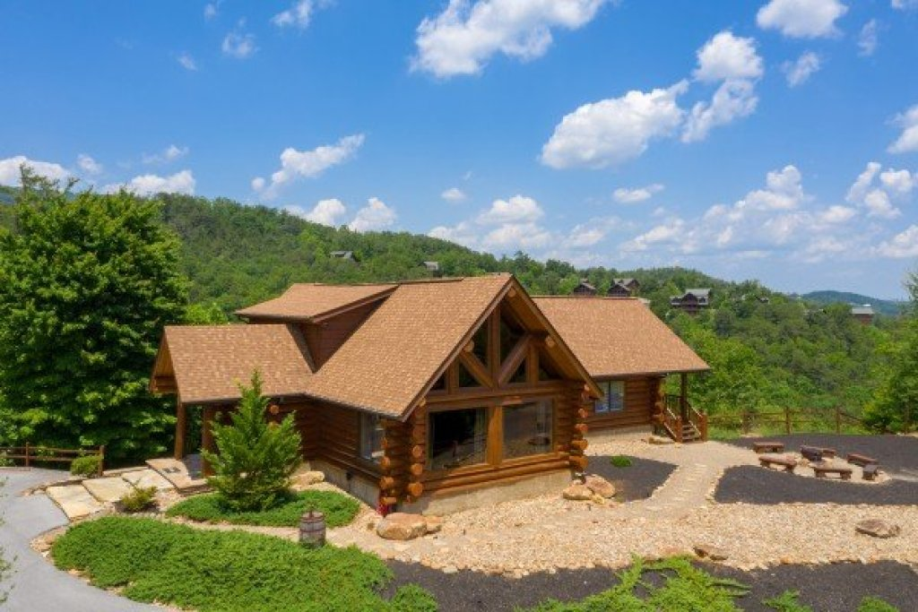 Photo of a Sevierville Cabin named God's Country - This is the first photo in the set.
