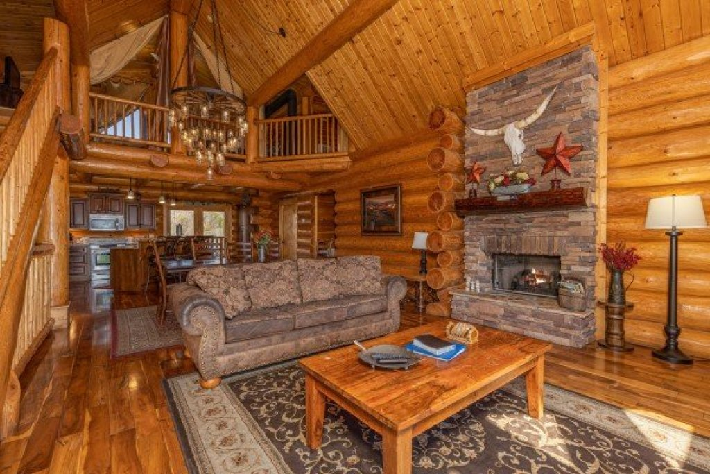 Photo of a Sevierville Cabin named God's Country - This is the ninth photo in the set.