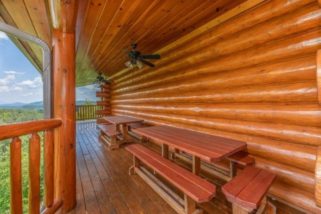 Photo of a Sevierville Cabin named God's Country - This is the fourteenth photo in the set.