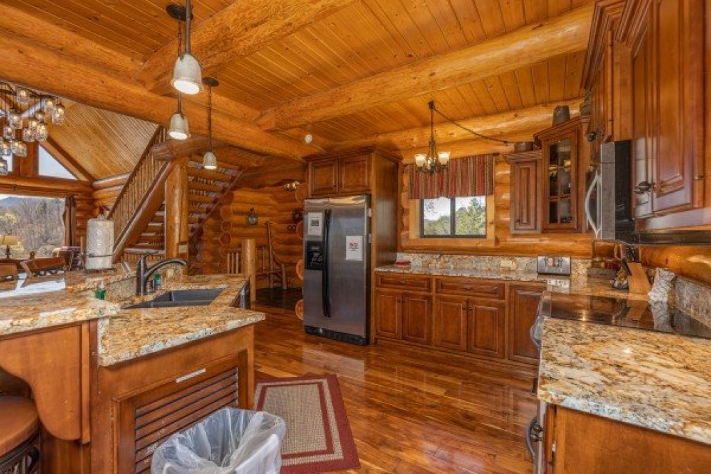 Photo of a Sevierville Cabin named God's Country - This is the twelfth photo in the set.