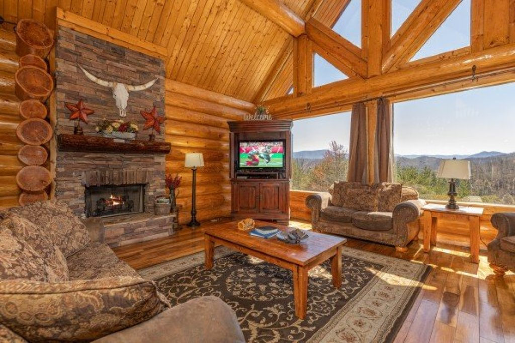 Photo of a Sevierville Cabin named God's Country - This is the seventh photo in the set.