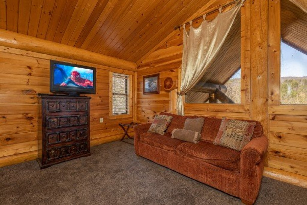 Photo of a Sevierville Cabin named God's Country - This is the twenty-third photo in the set.