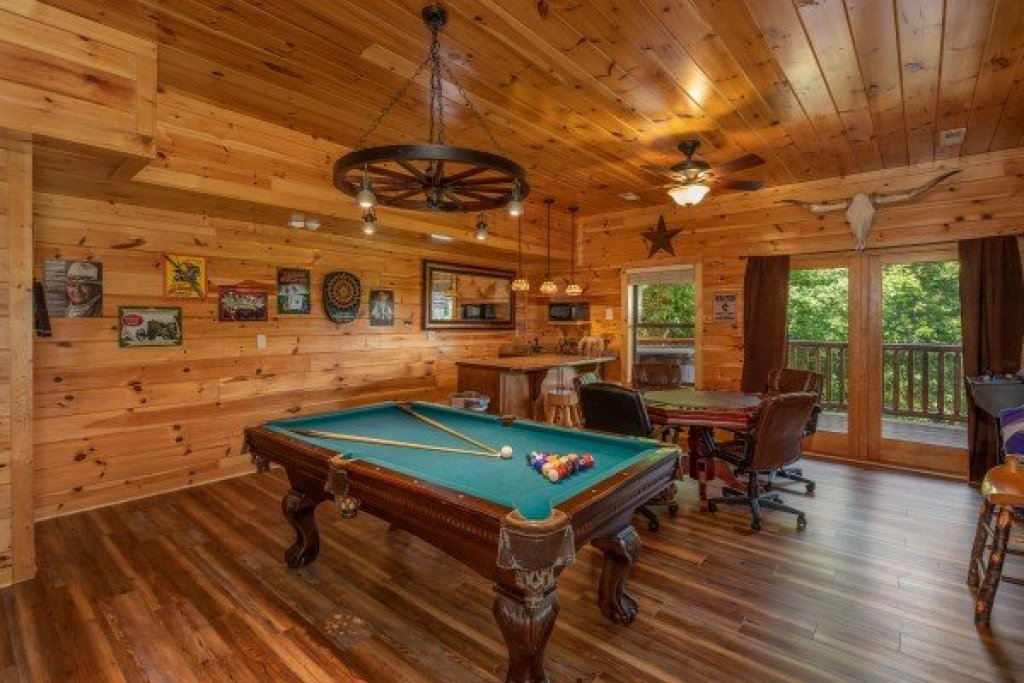 Photo of a Sevierville Cabin named God's Country - This is the twenty-eighth photo in the set.