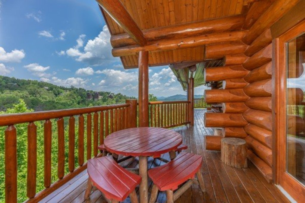 Photo of a Sevierville Cabin named God's Country - This is the thirteenth photo in the set.