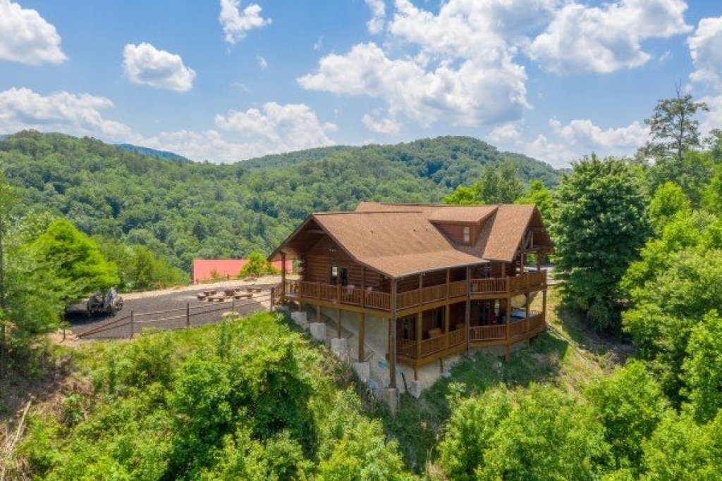 Photo of a Sevierville Cabin named God's Country - This is the forty-eighth photo in the set.