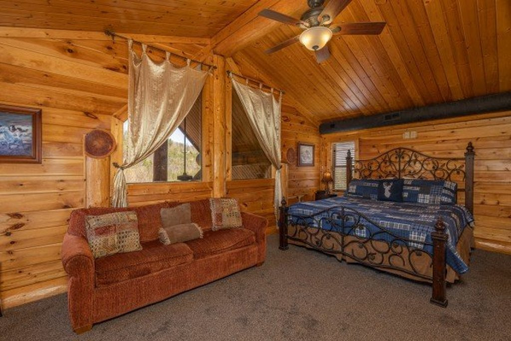 Photo of a Sevierville Cabin named God's Country - This is the twenty-second photo in the set.
