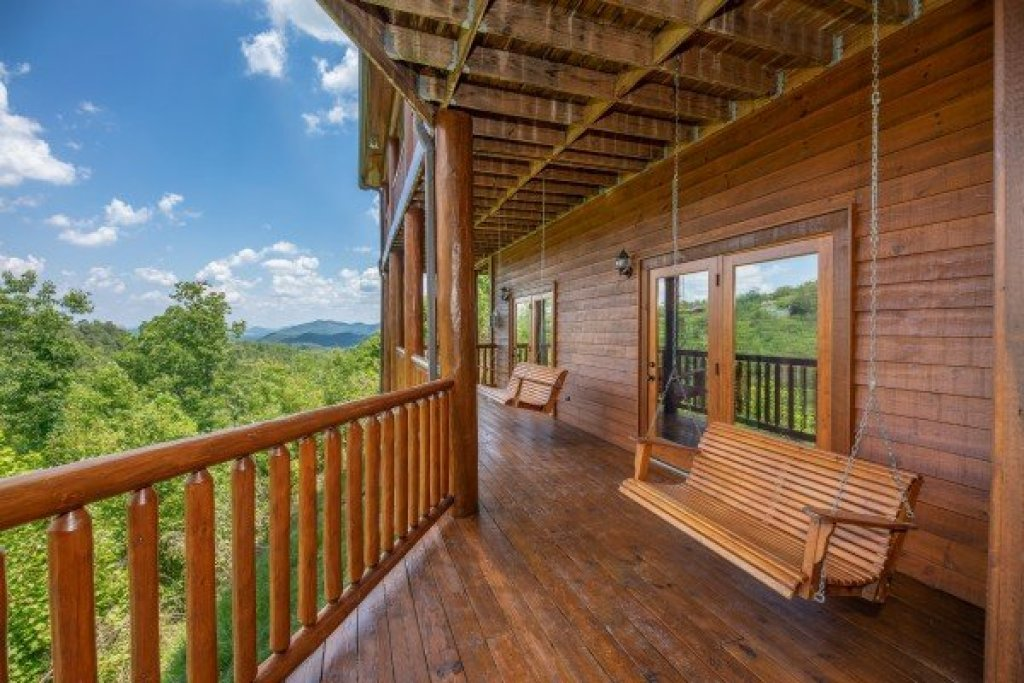 Photo of a Sevierville Cabin named God's Country - This is the forty-second photo in the set.