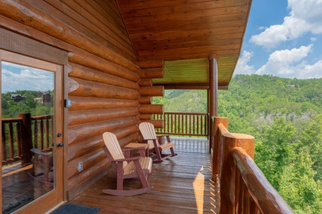 Photo of a Sevierville Cabin named God's Country - This is the fortieth photo in the set.
