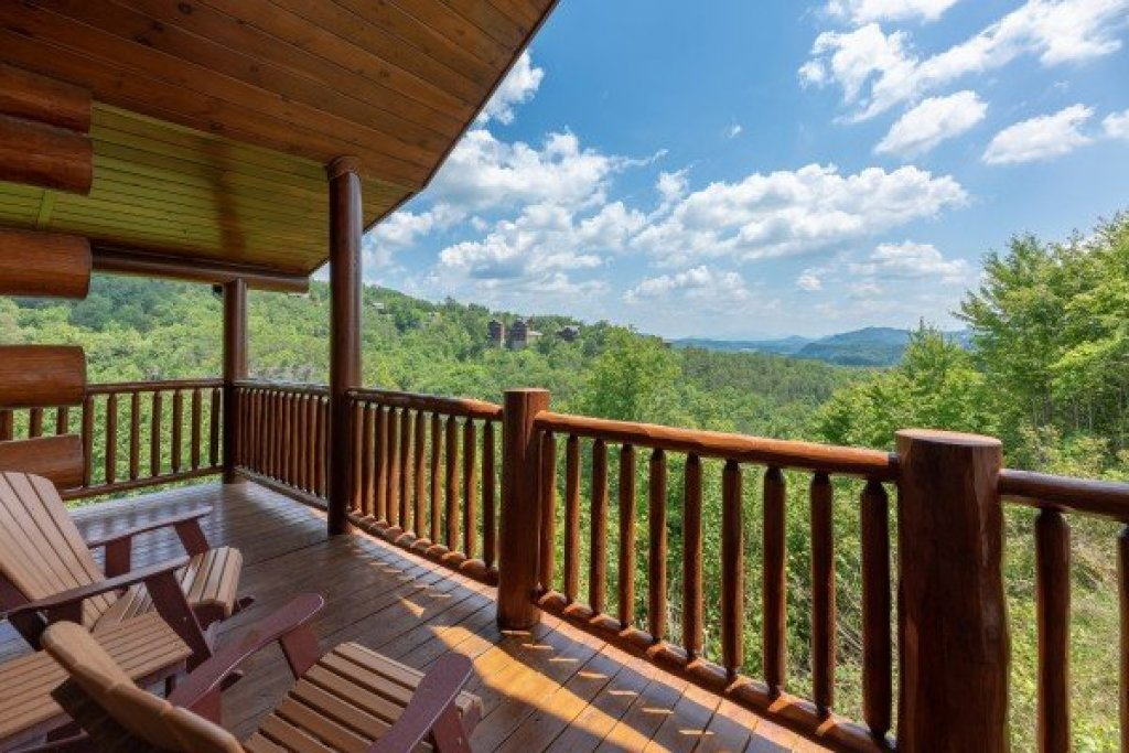 Photo of a Sevierville Cabin named God's Country - This is the forty-first photo in the set.