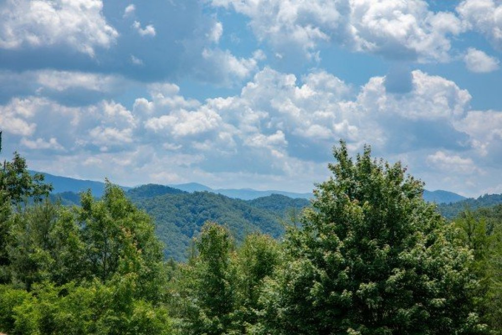 Photo of a Sevierville Cabin named God's Country - This is the forty-seventh photo in the set.