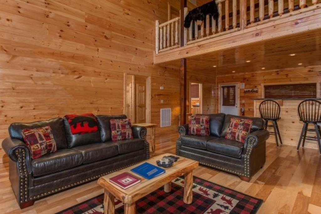 Photo of a Sevierville Cabin named Canyon Camp Falls - This is the fifth photo in the set.