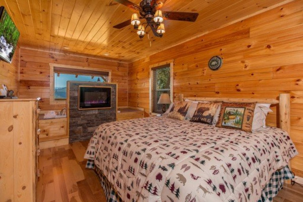 Photo of a Sevierville Cabin named Canyon Camp Falls - This is the ninth photo in the set.