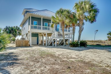 Lovely gulf-front, pet friendly home with stellar views—ideal for families