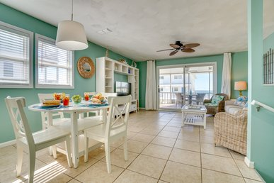 Splendid duplex home with screened-in porch and gulf views