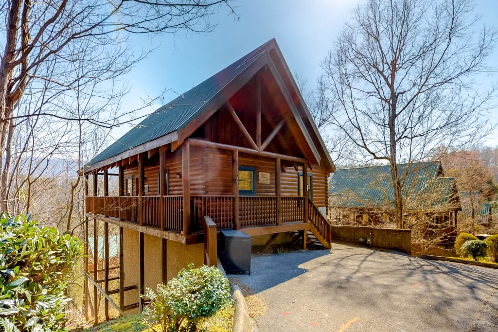 Photo of a Pigeon Forge Cabin named Chalet Of Dreams - This is the first photo in the set.