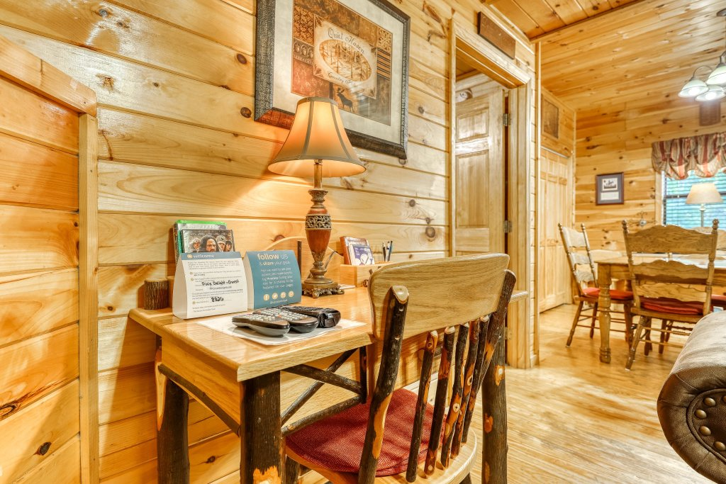 Photo of a Pigeon Forge Cabin named Dixie Delight Cabin - This is the fifteenth photo in the set.