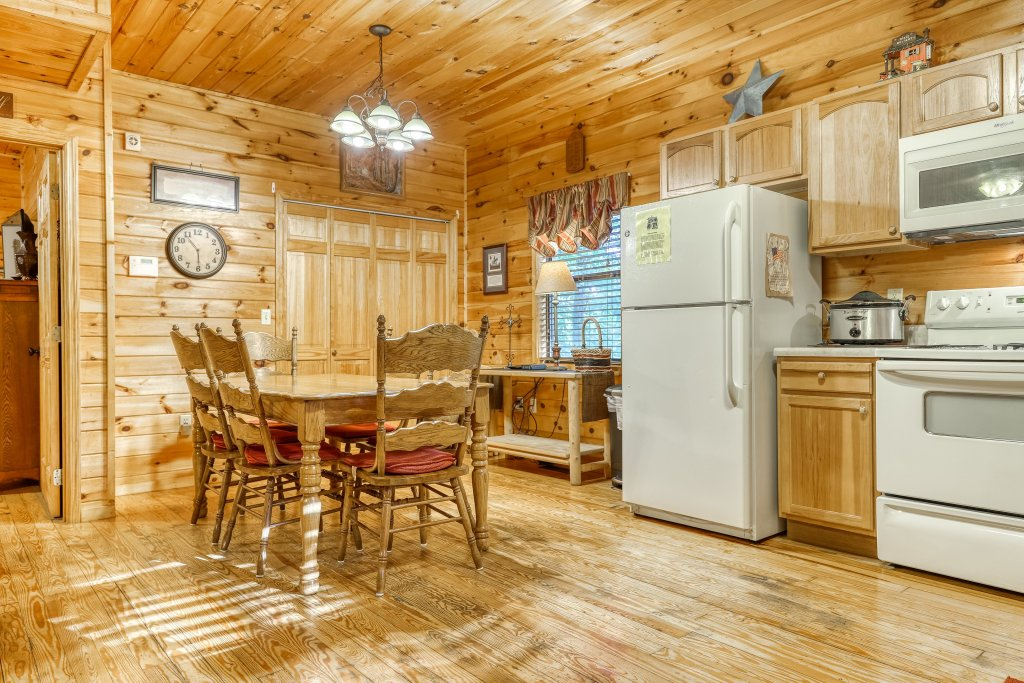 Photo of a Pigeon Forge Cabin named Dixie Delight Cabin - This is the ninth photo in the set.