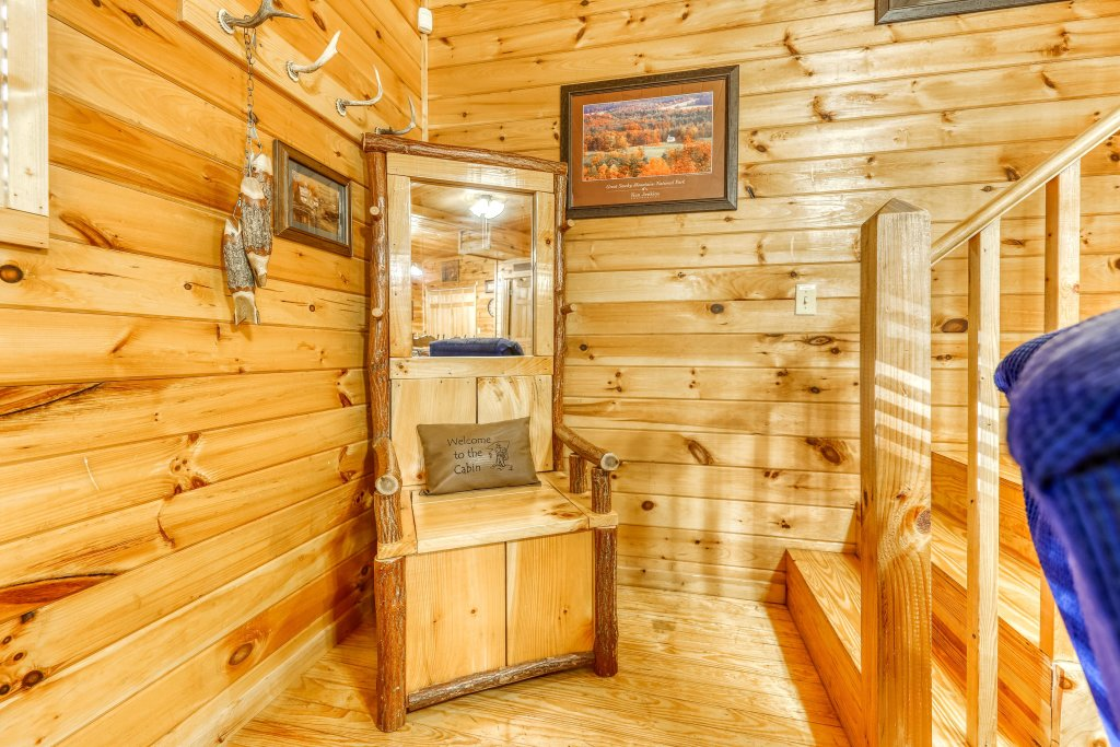 Photo of a Pigeon Forge Cabin named Dixie Delight Cabin - This is the sixteenth photo in the set.