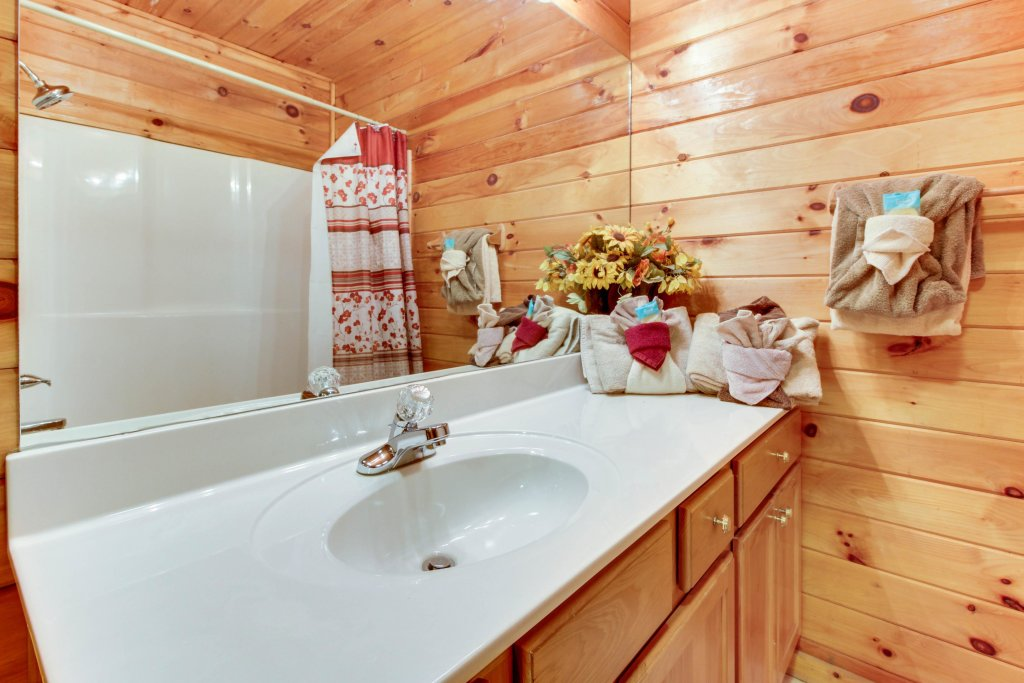 Photo of a Pigeon Forge Cabin named Dixie Delight Cabin - This is the twenty-third photo in the set.