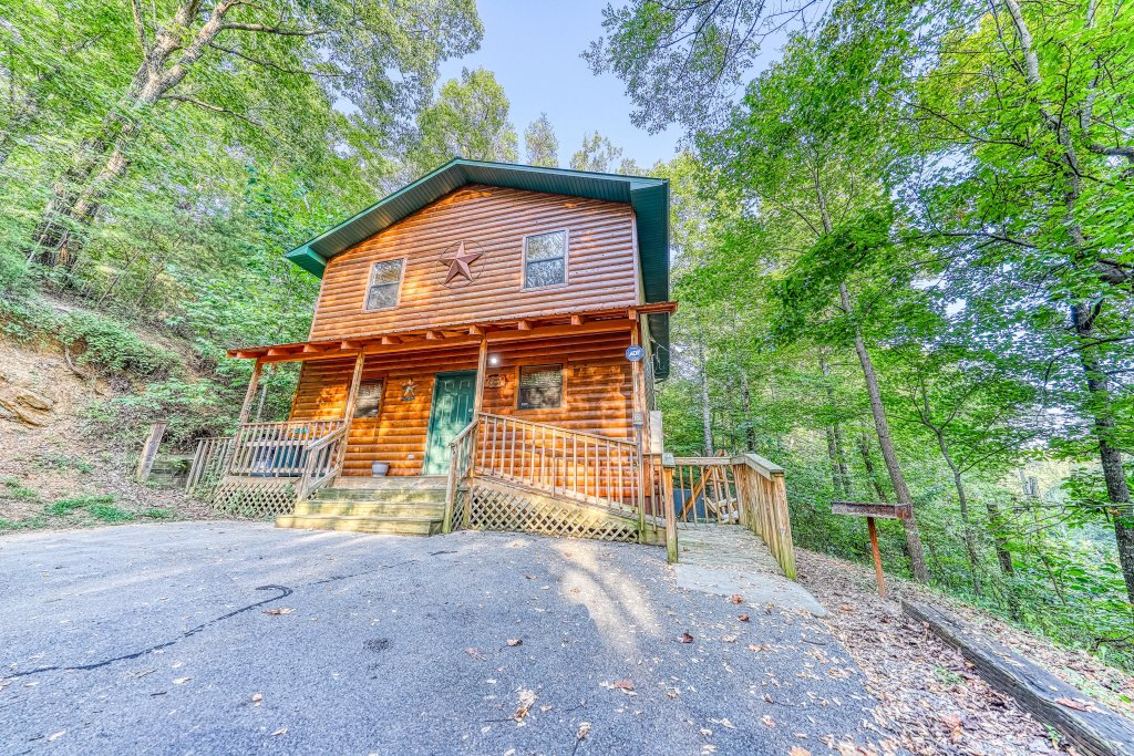 Photo of a Pigeon Forge Cabin named Dixie Delight Cabin - This is the forty-second photo in the set.