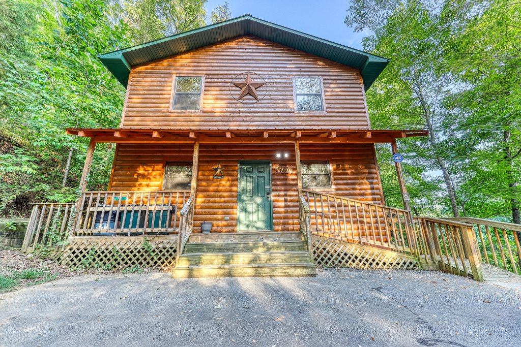 Photo of a Pigeon Forge Cabin named Dixie Delight Cabin - This is the thirty-third photo in the set.