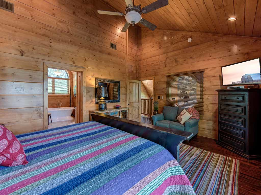 Photo of a Gatlinburg Cabin named Bear Elegance - This is the twenty-first photo in the set.
