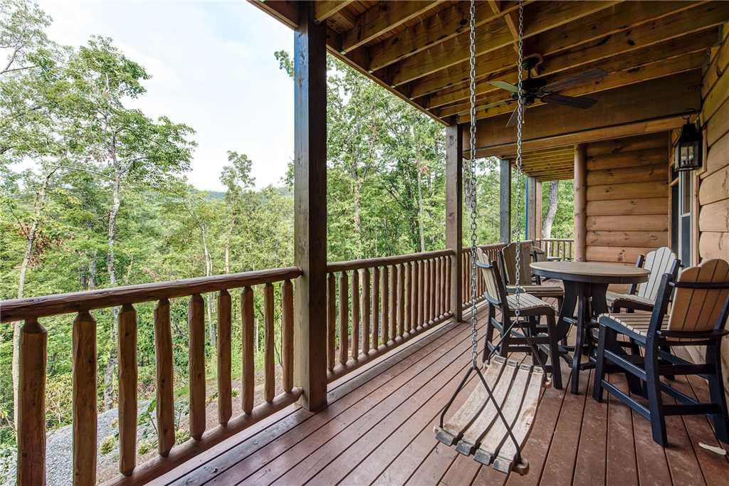 Photo of a Gatlinburg Cabin named Bear Elegance - This is the thirty-first photo in the set.