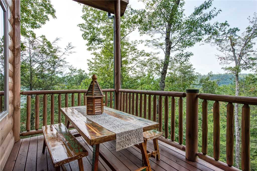 Photo of a Gatlinburg Cabin named Bear Elegance - This is the thirty-third photo in the set.