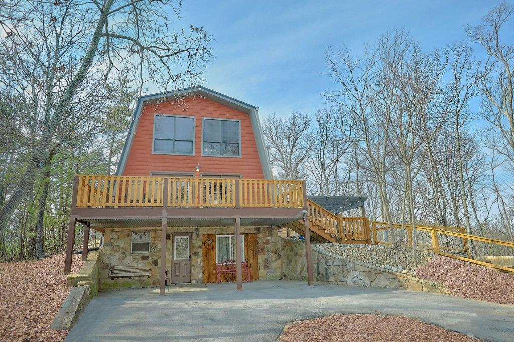 Photo of a Gatlinburg Cabin named The Swiminn Place - This is the forty-second photo in the set.