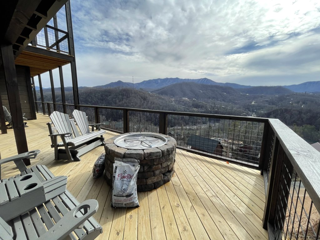 Photo of a Gatlinburg Cabin named Love On The Horizon - This is the second photo in the set.