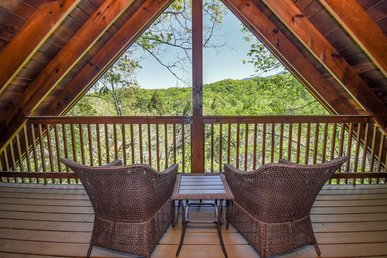 Free Tickets | Gorgeous Views, Hot Tub, Jacuzzi Suite, Grill, Private Balcony