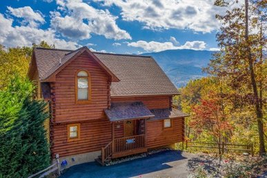 A 3 Bedroom, 3 Bath, Luxury Cabin For 8 With Incredible Views & Great Game Room.