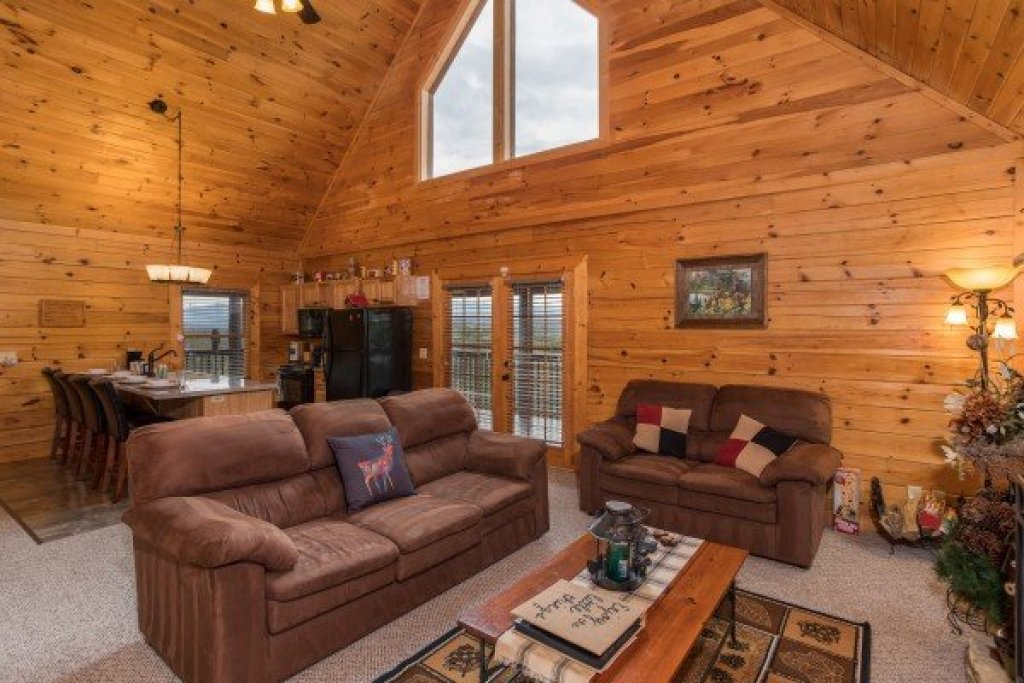 Photo of a Sevierville Cabin named Eagle's Nest - This is the fourth photo in the set.