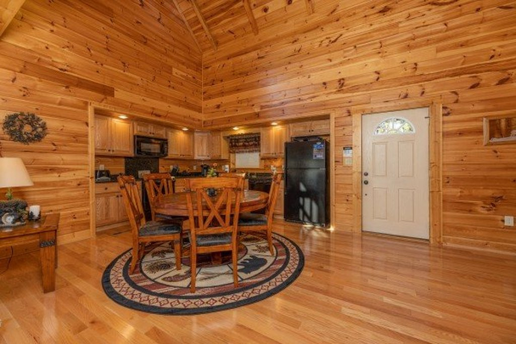 Photo of a Gatlinburg Cabin named Sensational Views - This is the fifth photo in the set.