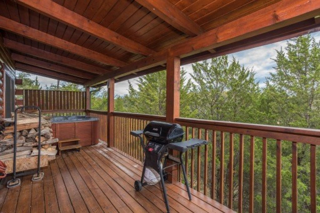 Photo of a Sevierville Cabin named Eagle's Nest - This is the seventh photo in the set.