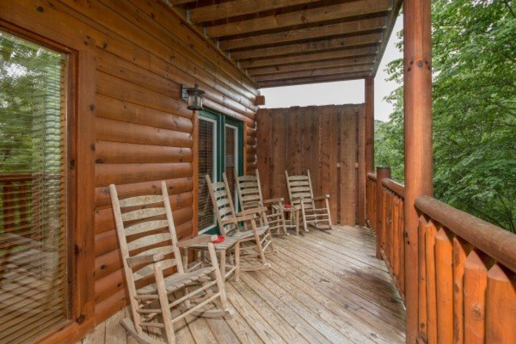 Photo of a Pigeon Forge Cabin named Family Ties Lodge - This is the sixteenth photo in the set.