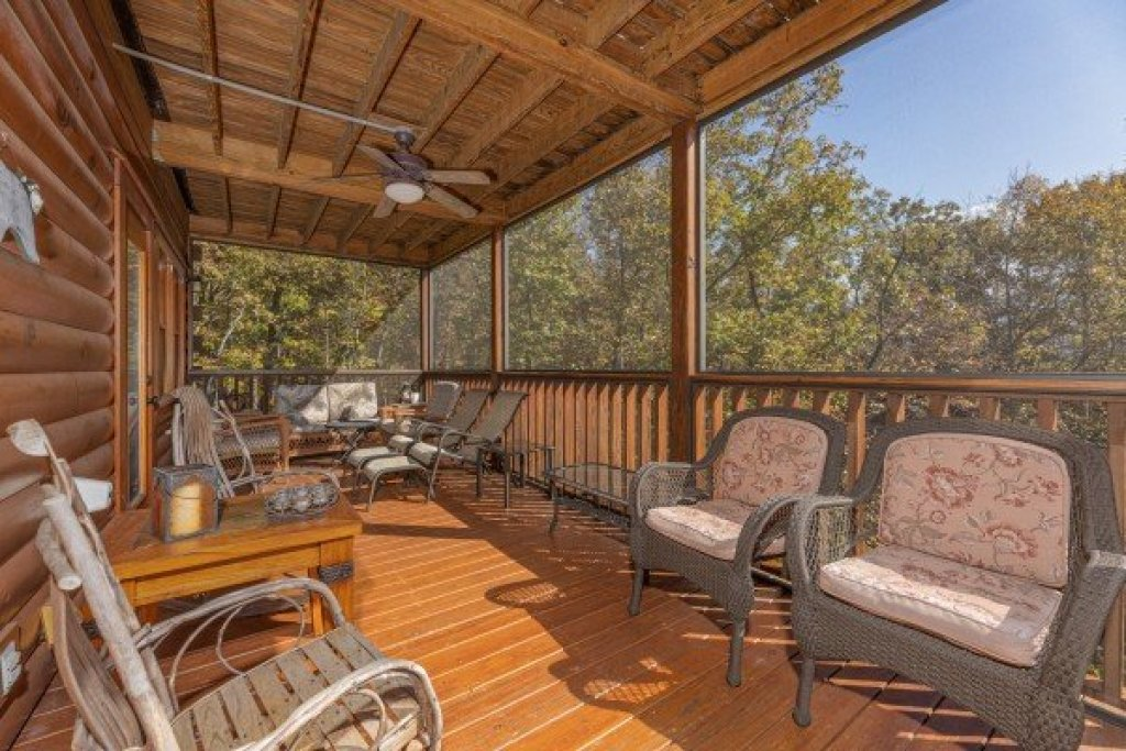 Photo of a Gatlinburg Cabin named Sensational Views - This is the twentieth photo in the set.