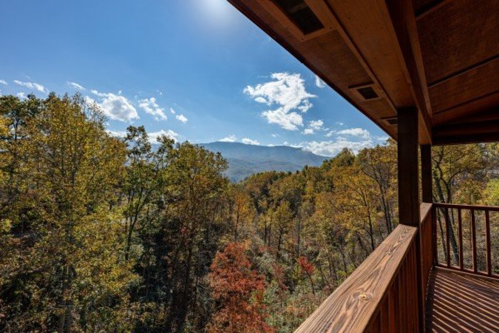 Photo of a Gatlinburg Cabin named Sensational Views - This is the eighteenth photo in the set.