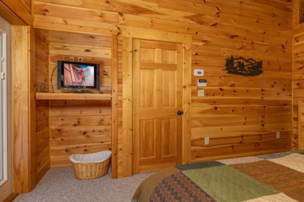 Photo of a Gatlinburg Cabin named Sensational Views - This is the thirteenth photo in the set.