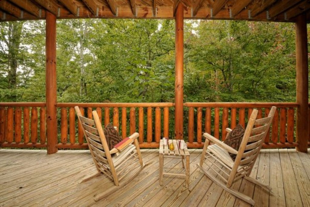 Photo of a Pigeon Forge Cabin named Family Ties Lodge - This is the twenty-ninth photo in the set.