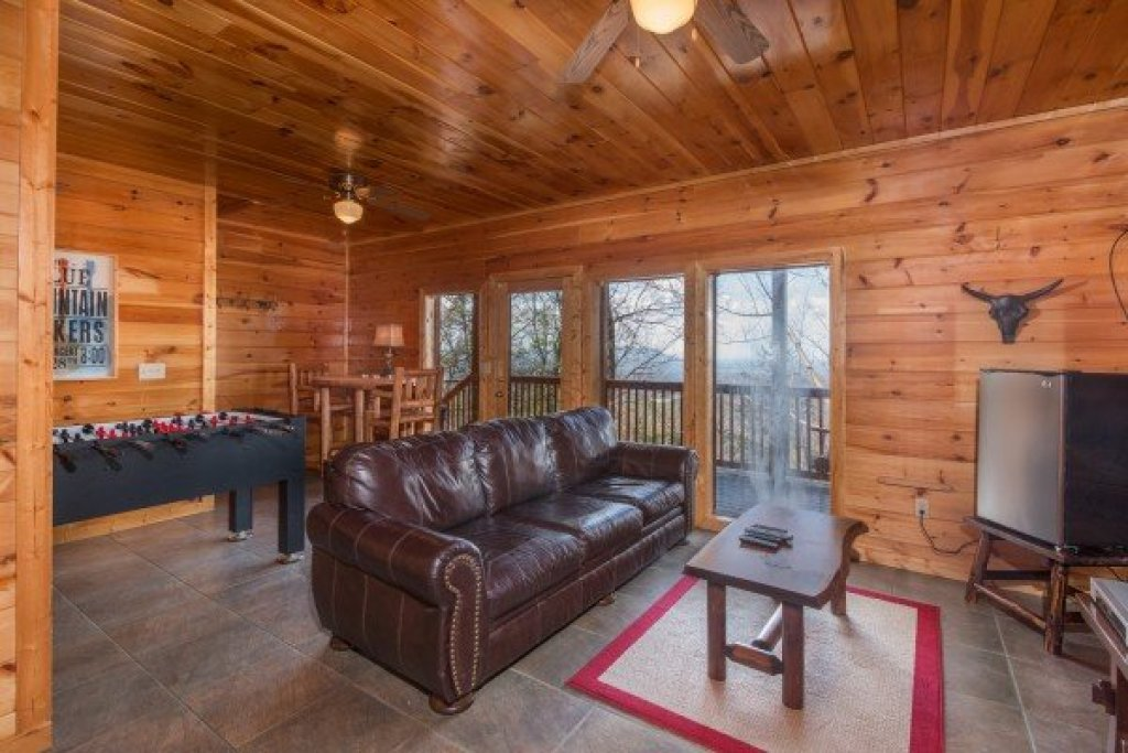 Photo of a Gatlinburg Cabin named Ella-vation - This is the fourteenth photo in the set.