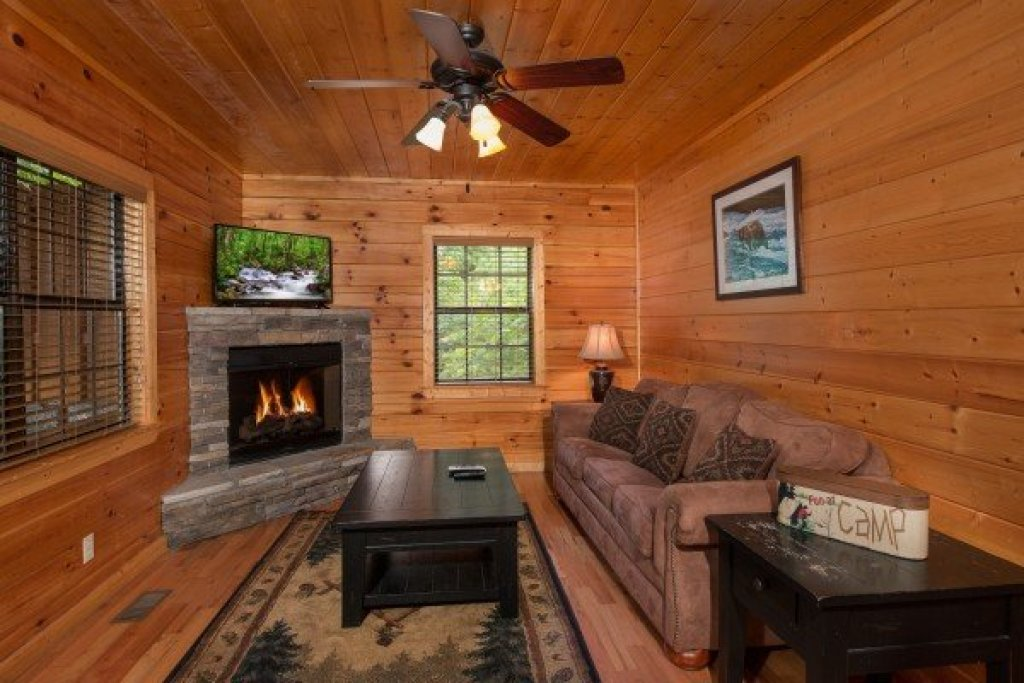 Photo of a Pigeon Forge Cabin named Family Ties Lodge - This is the thirteenth photo in the set.