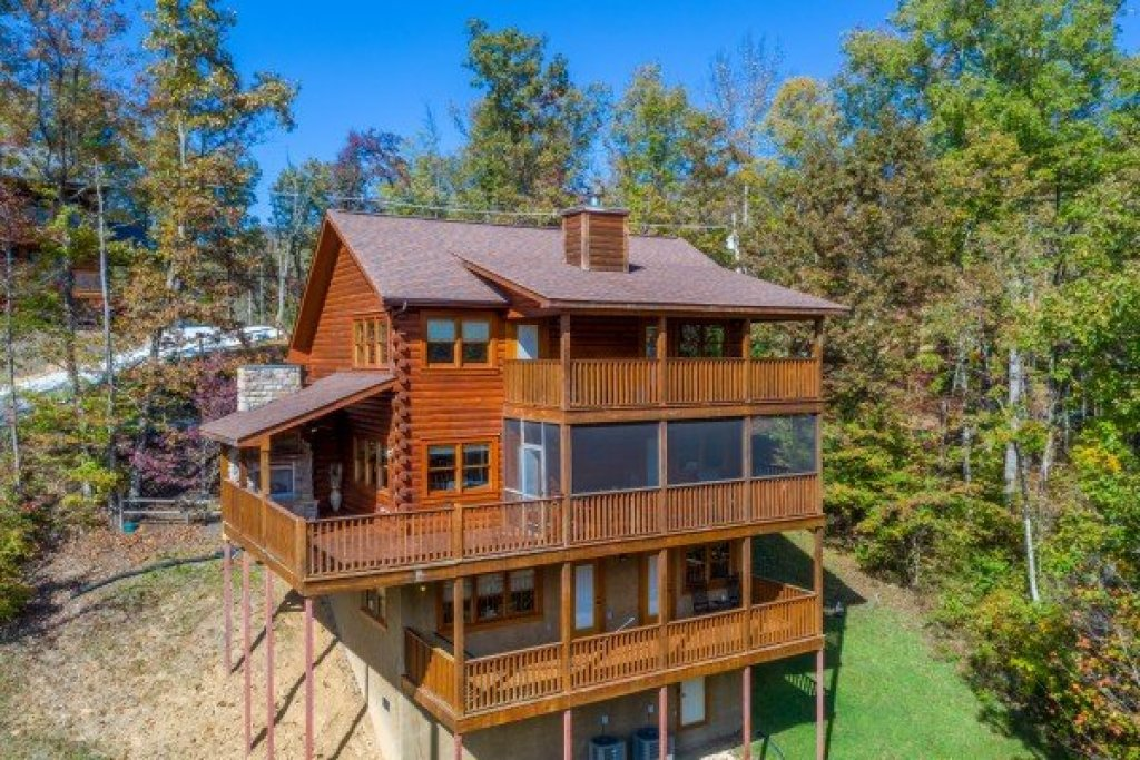 Photo of a Gatlinburg Cabin named Sensational Views - This is the twenty-ninth photo in the set.