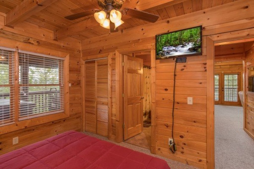 Photo of a Sevierville Cabin named Eagle's Nest - This is the eleventh photo in the set.