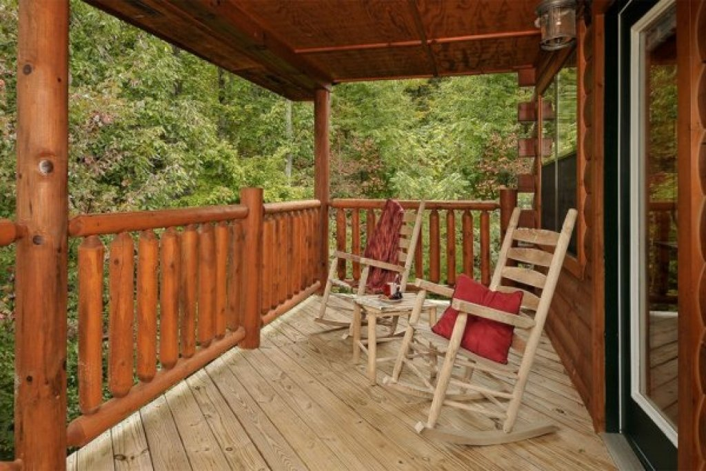 Photo of a Pigeon Forge Cabin named Family Ties Lodge - This is the twenty-eighth photo in the set.