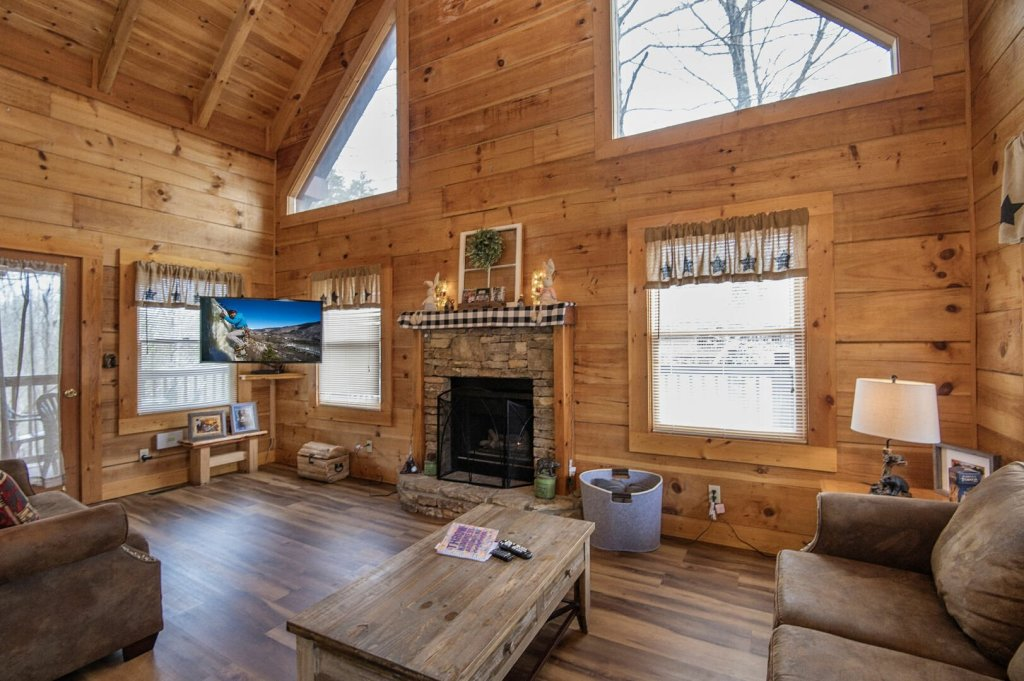 Photo of a Pigeon Forge Cabin named  Savage Loft (was Sweet Serenity) - This is the third photo in the set.