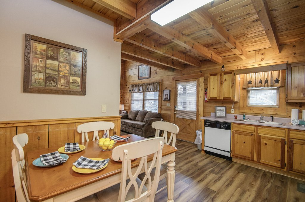 Photo of a Pigeon Forge Cabin named  Savage Loft (was Sweet Serenity) - This is the fifth photo in the set.