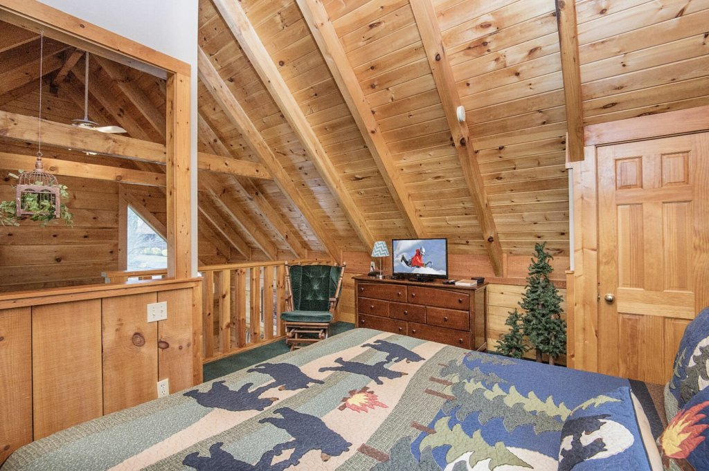 Photo of a Pigeon Forge Cabin named  Savage Loft (was Sweet Serenity) - This is the fourteenth photo in the set.